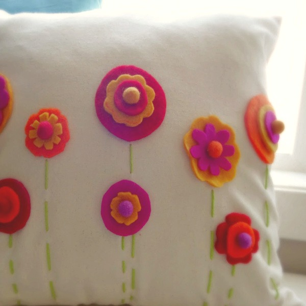 DIY Felt Pillow Cover by Champagne and Sugarplums