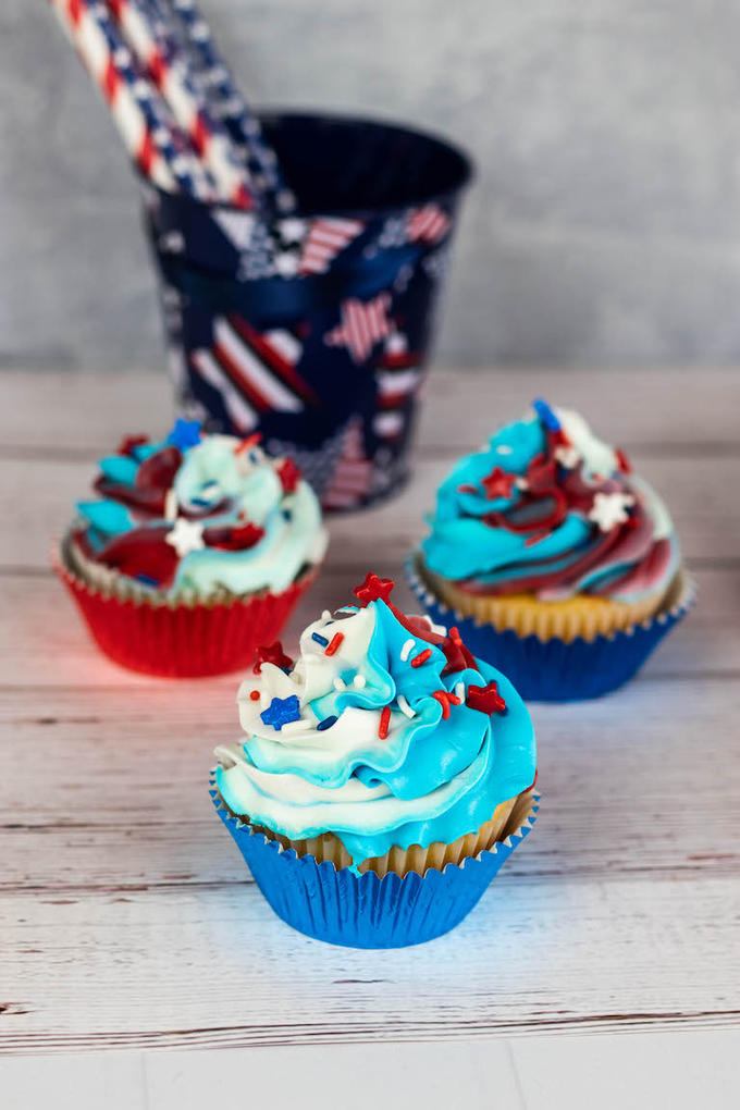 Easy 4th of July Cupcakes - Recipes From A Pantry