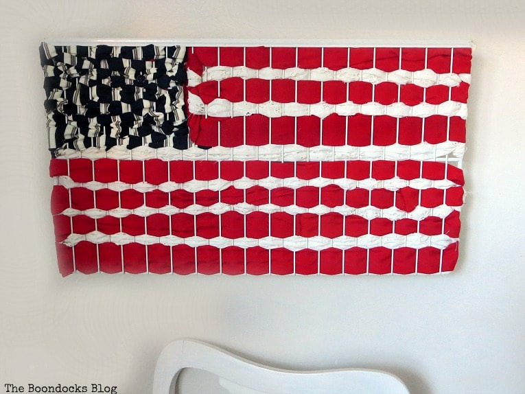 How to Make Easy Patriotic Art with Fabric Scraps - The Boondocks Blog