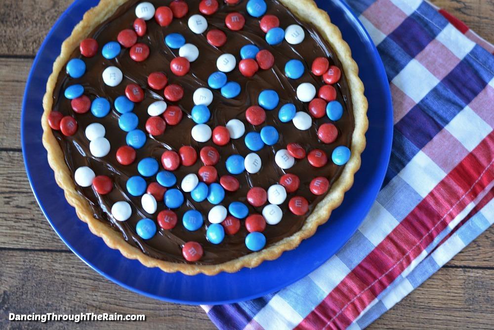 Red White & Blue M&M's Cookie Tart - Dancing Through the Rain